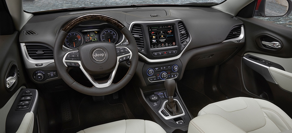 Black 2016 Grand cherokee Steering wheel and dashboard