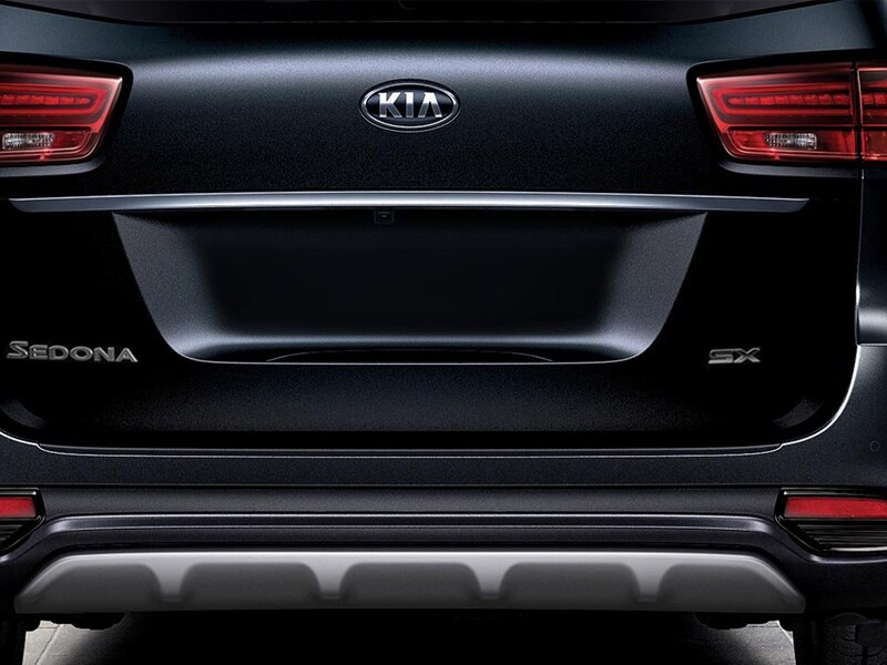 2019 Kia Sedona rear bumper and taillights