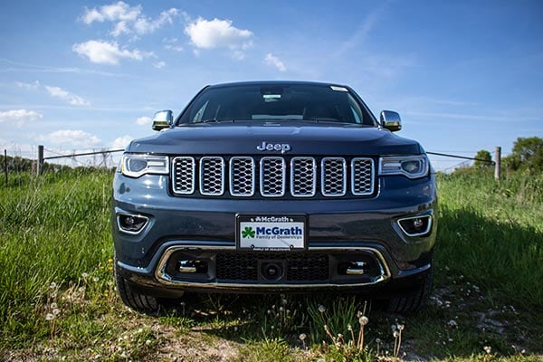 2020 Jeep Grand Cherokee Headlights and Modern Grill