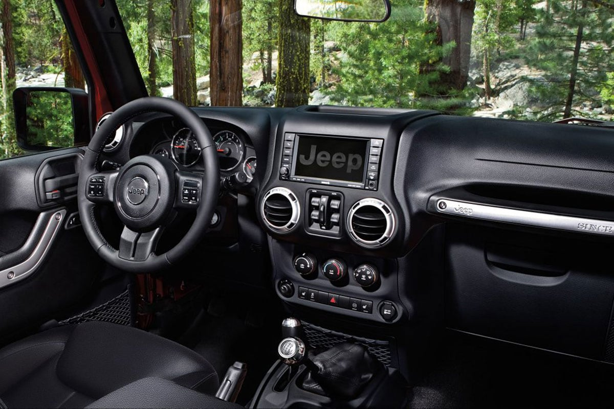 Jeep Wrangler Unlimited UConnect and SiriusXM