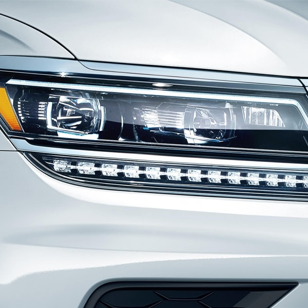2019 VW Tiguan front Halogen lights