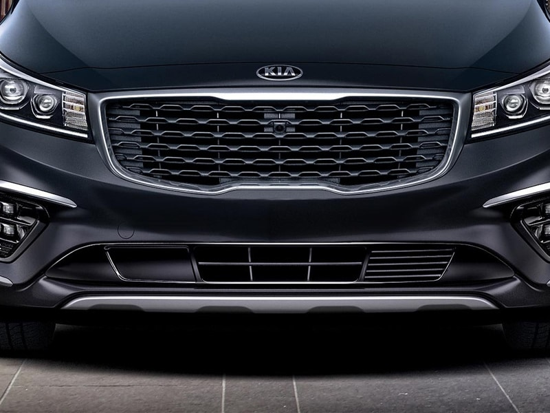 2019 Kia Sedona front grille and headlights