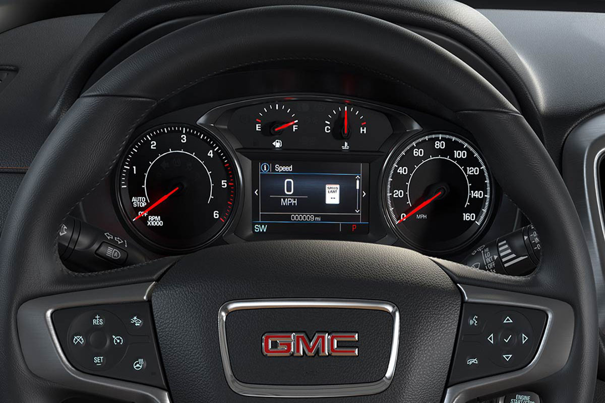 2018 GMC control display and heated steering wheel