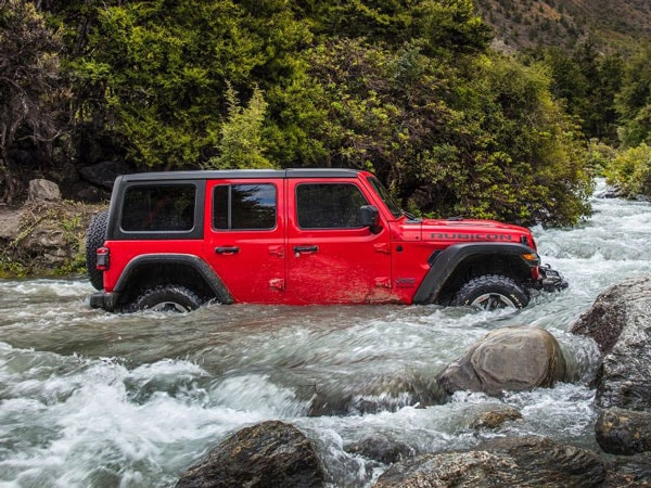 2019 Wrangler Rubicon driving through water