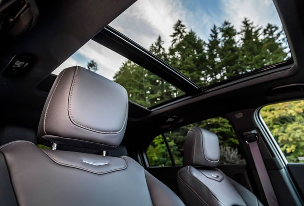 Sunroof and moonroof in the XT4