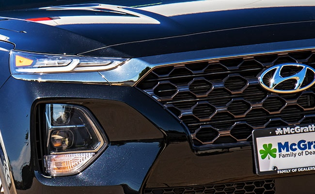 2019 Hyundai Santa Fe Grille and Headlights