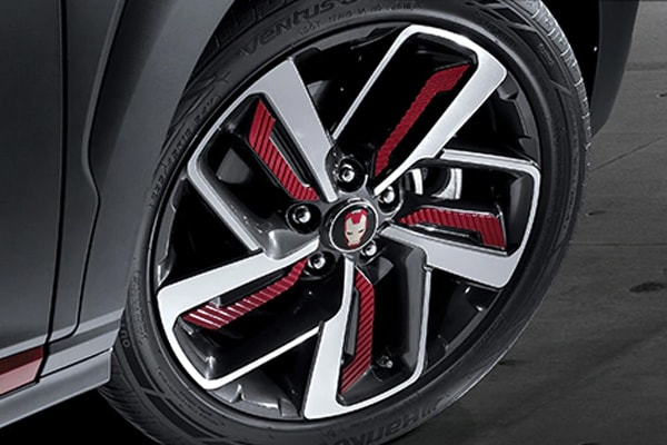 2019 Hyunda Kona Ironman 18-inch Dual Grip Wheels with Ironman logo in the middle