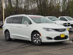 New 2018 Chrysler Pacifica Hybrid LIMITED Passenger Van 2C4RC1N74JR365217 for sale in Waite Park, MN