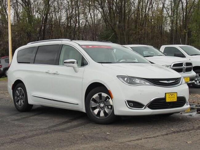 New 2018 Chrysler Pacifica Hybrid LIMITED Passenger Van For Sale/Lease Waite Park, MN