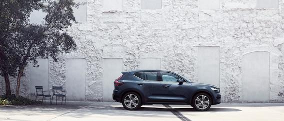 Volvo Xc40 Momentum Vs R Design Vs Inscription 2020 2019