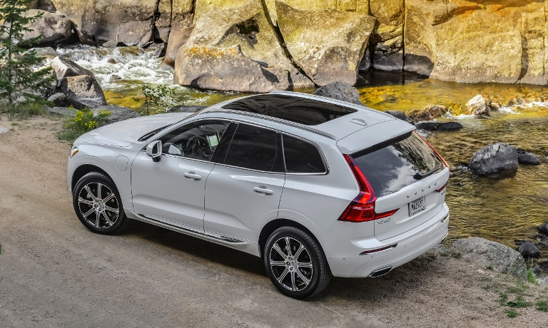 White Volvo XC60 Roof