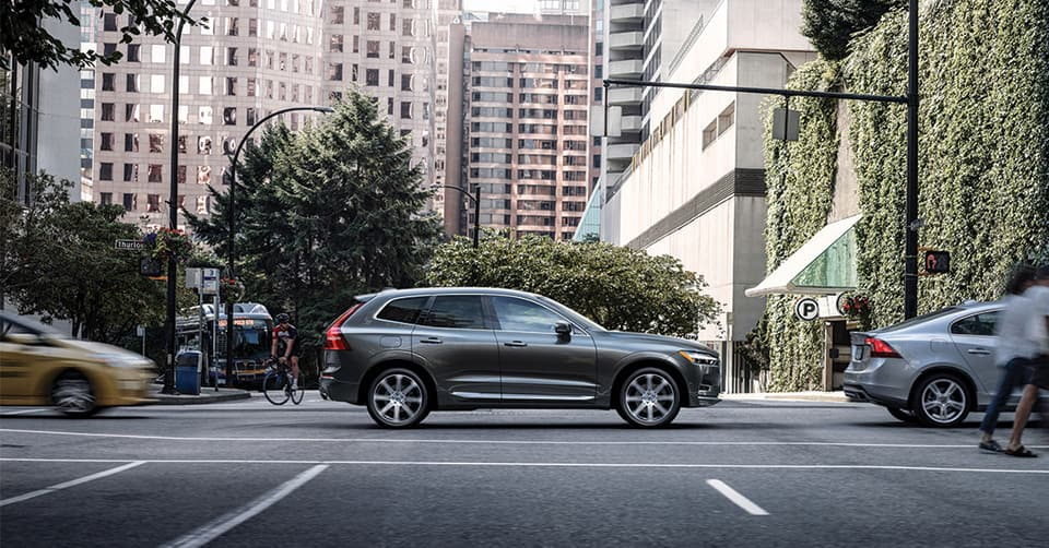 Side shot of a 2019 Volvo XC60 on a street