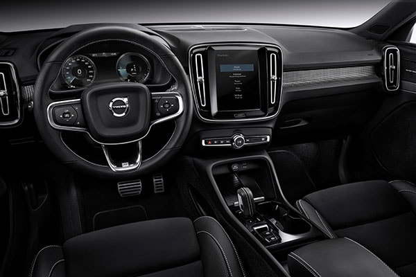 2019 Volvo XC40 interior dashboard