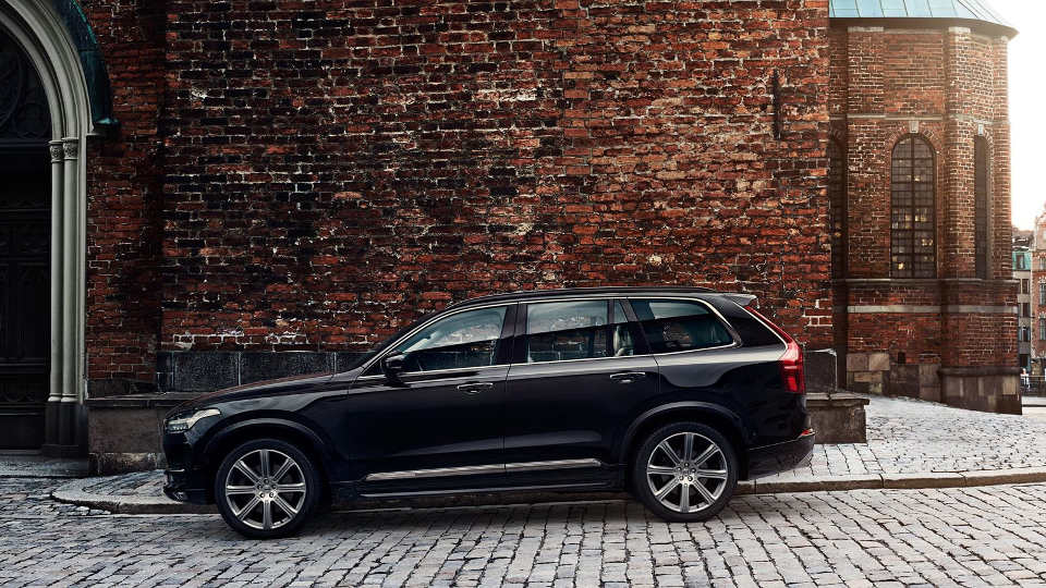 A black 2018 Volvo XC90 parked sideways.