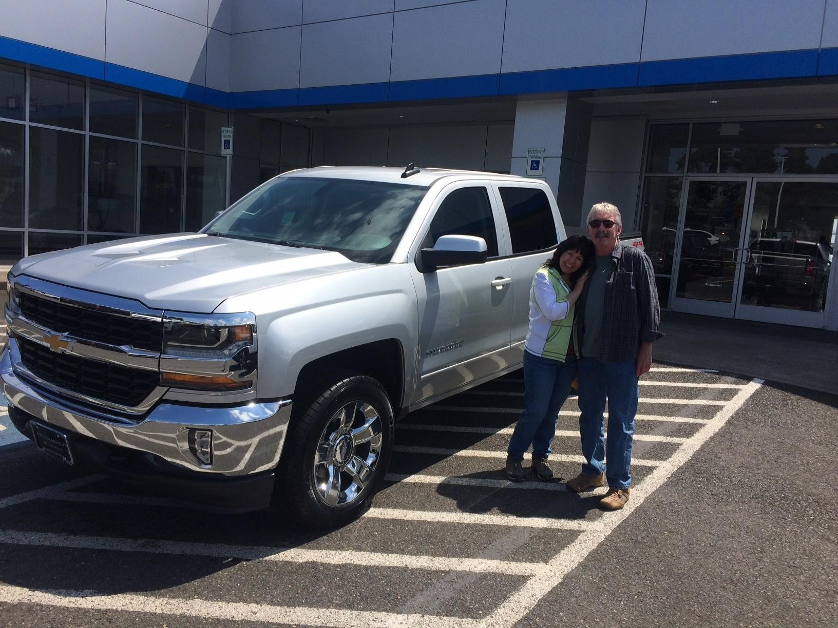 Pickup Truck Deals at McLoughlin Chevrolet made this Portland Buyer very Happy!