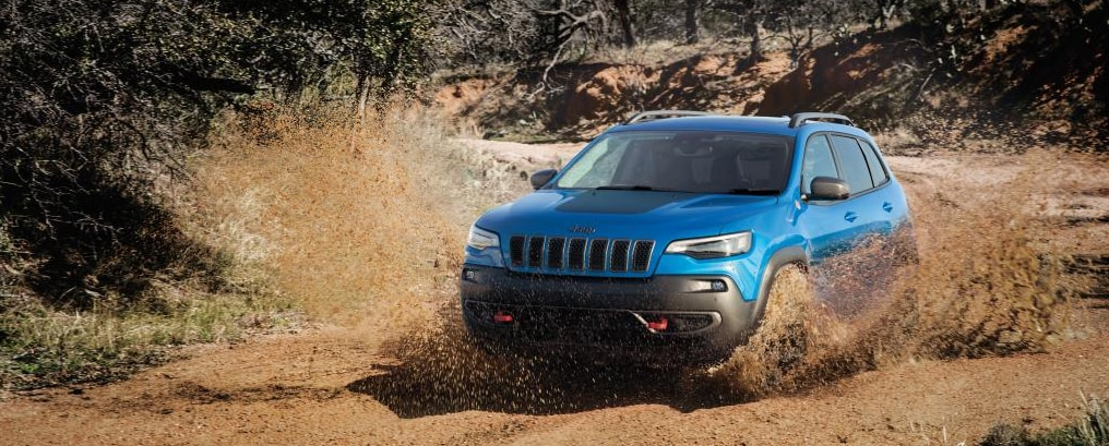 New 2019 Jeep Cherokee going through mud