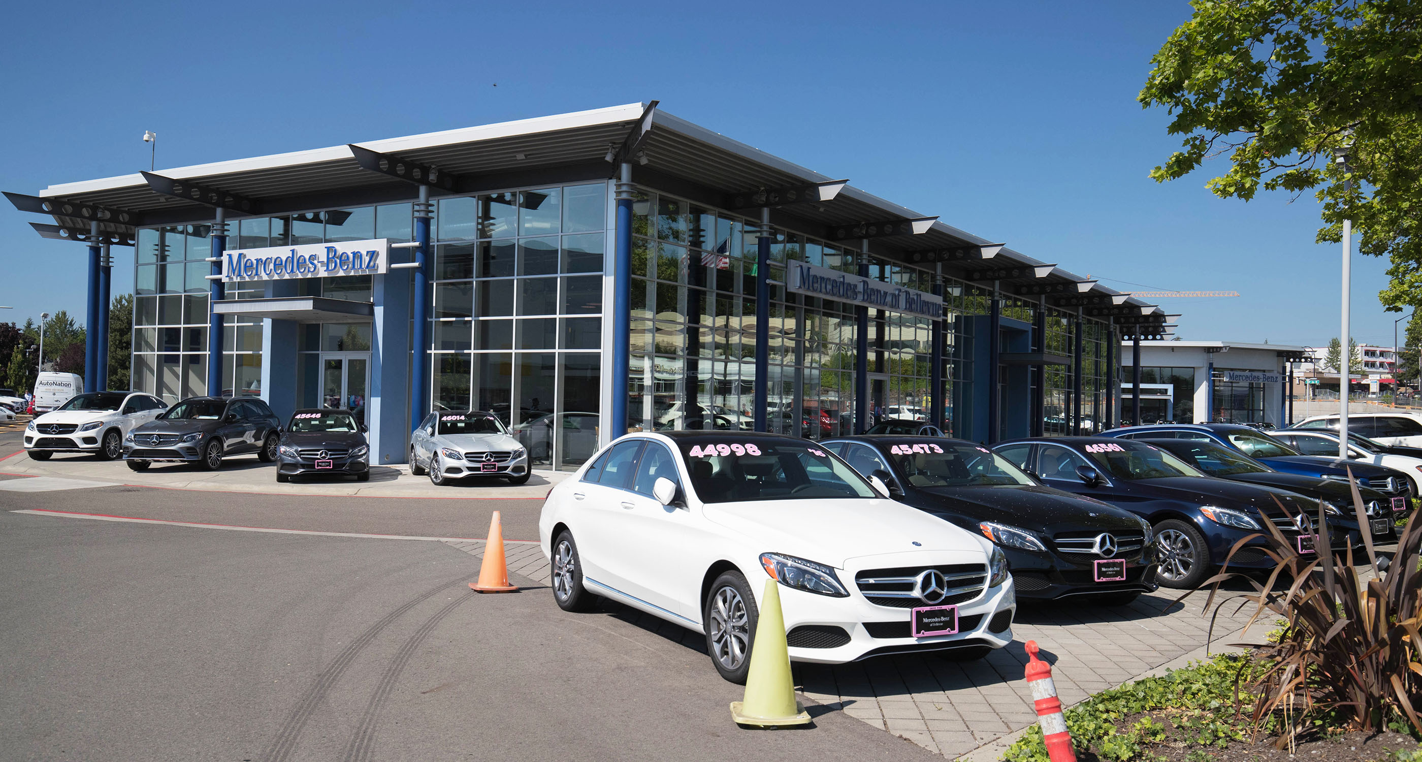 Outside view of Mercedes-Benz of Bellevue