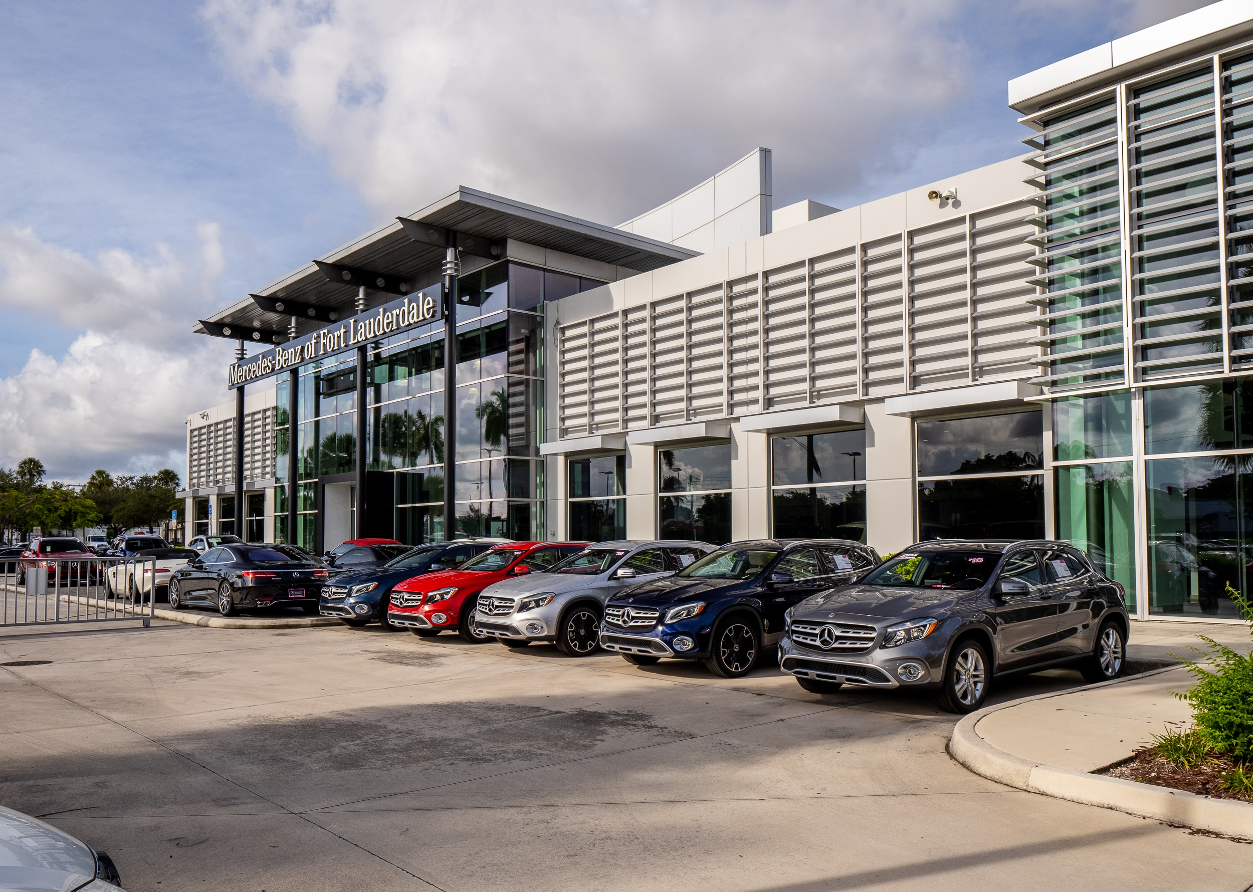 Exterior view of Mercedes-Benz of Fort Lauderdale during the day
