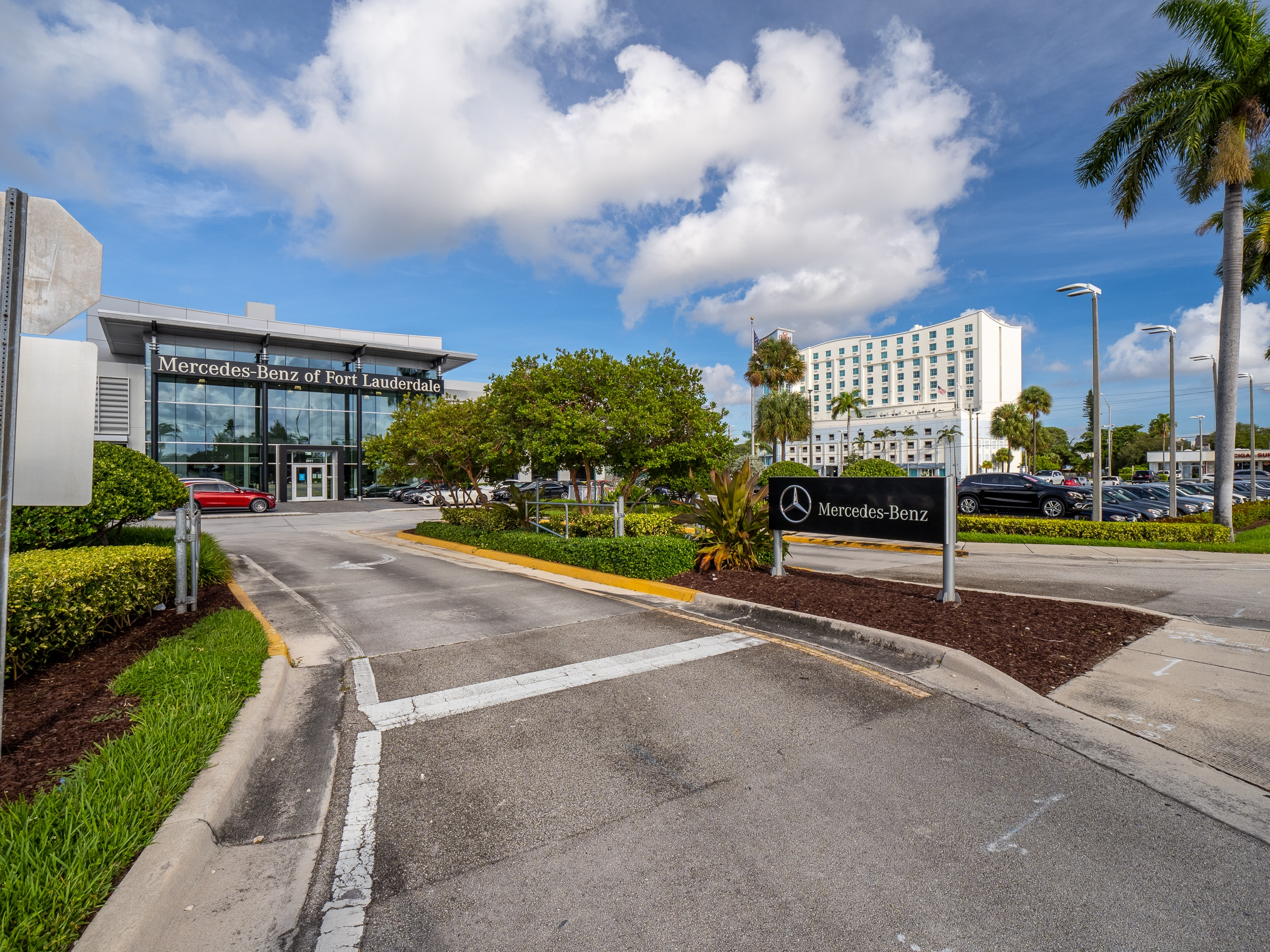 Outside  view of Mercedes-Benz of Fort Lauderdale