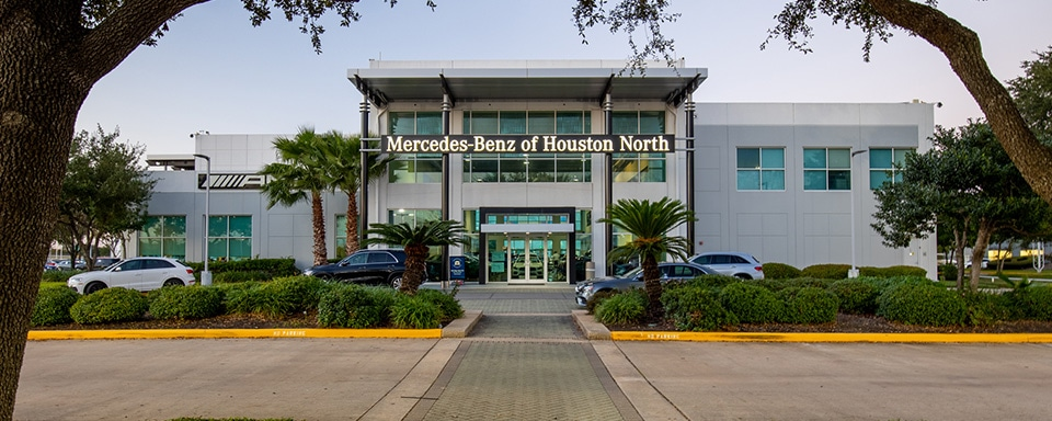 Exterior view of Mercedes-Benz of Houston North during the day
