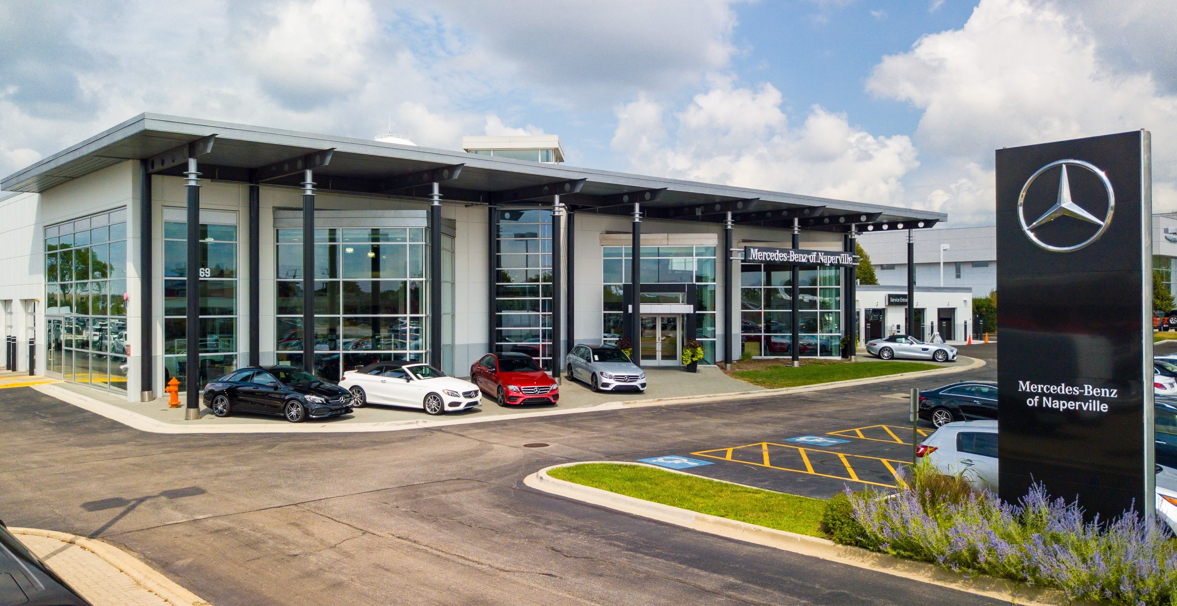 Exterior view of Mercedes-Benz of Naperville during the day