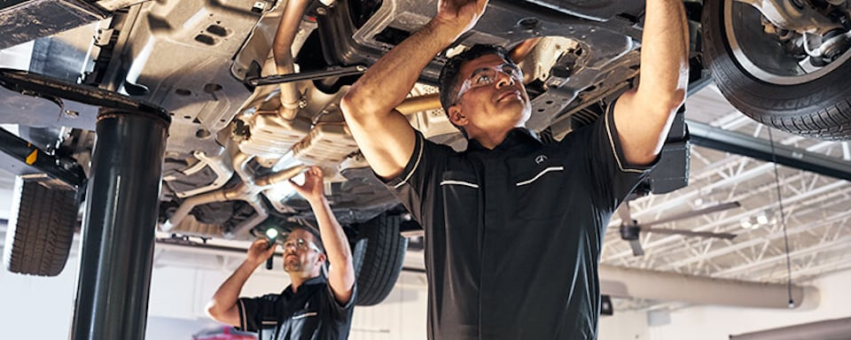 Mercedes-Benz technicians performing Express Service