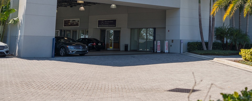 Mercedes-Benz of Sarasota service center entrance