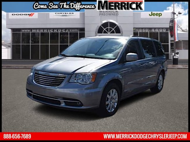 Certified Pre-owned 2014 Chrysler Town & Country Wgn Touring Mini-van, Passenger For Sale in Wantagh, NY