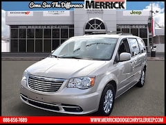Used 2013 Chrysler Town & Country Wgn Touring Mini-van, Passenger under $20,000 for Sale in Wantagh, NY