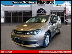 2017 Chrysler Pacifica Touring FWD Mini-van, Passenger