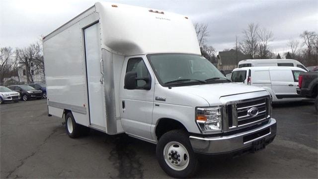 2016 Ford E-350 Cutaway Cutaway E-350 SRW Truck