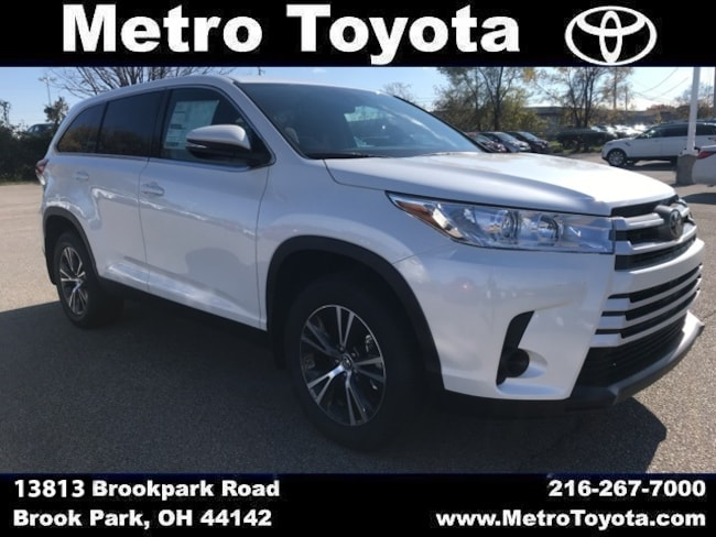 New 2019 Toyota Highlander LE SUV in Brook Park, OH near Cleveland