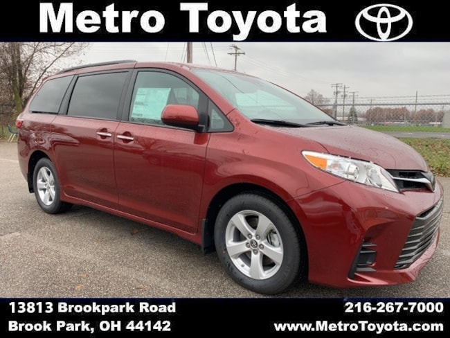 New 2019 Toyota Sienna LE Van in Brook Park, OH near Cleveland