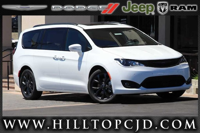 New 2018 Chrysler Pacifica LIMITED Passenger Van in Richmond, CA
