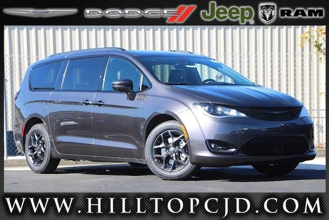 New 2019 Chrysler Pacifica LIMITED Passenger Van in Richmond, CA