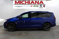 New 2021 Chrysler Pacifica TOURING L AWD Passenger Van for sale in Mishawaka, IN