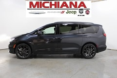 New 2021 Chrysler Pacifica TOURING L Passenger Van for sale in Mishawaka, IN