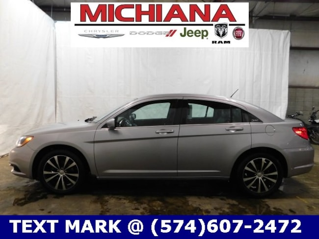 Bargain Used 2013 Chrysler 200 Limited Sedan in Mishawaka