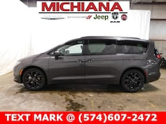 New 2019 Chrysler Pacifica TOURING L Passenger Van in Mishawaka