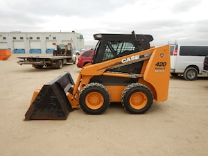 2010 Case 420 Skidsteer W/ Htd Cab, Stereo, Snow Bucket, 150Hour