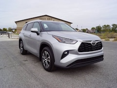 2021 Toyota Highlander XLE SUV for sale in Hutchinson, KS at Midwest Superstore