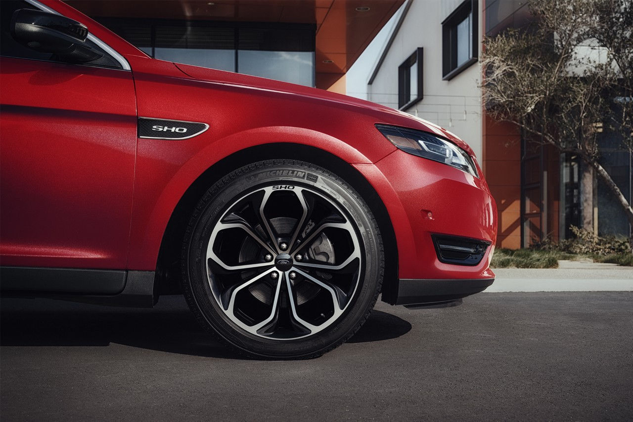Taurus SHO with Available 20-inch Premium Painted Machined Aluminum Wheels