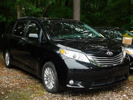 2016 Toyota Sienna XLE Premium 8 Passenger Van