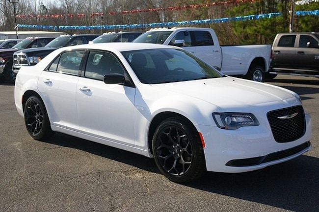 New 2019 Chrysler 300 TOURING Sedan Rock Mount