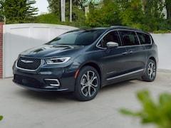 New 2021 Chrysler Pacifica Touring L Van Passenger Van for Sale in Charles City, IA