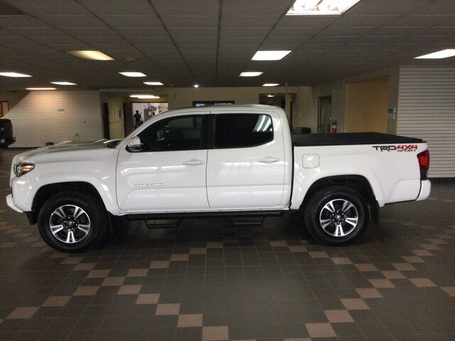 Used 2017 Toyota Tacoma TRD Sport with VIN 3TMCZ5AN8HM070526 for sale in Hermantown, Minnesota