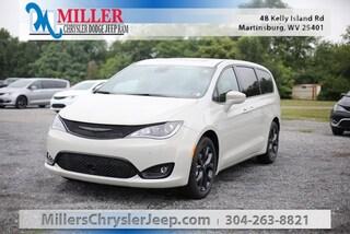 New 2020 Chrysler Pacifica TOURING Passenger Van for Sale in Martinsburg, WV