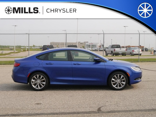 Certified Used 2016 Chrysler 200 S Sedan in Willmar