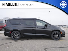 New 2019 Chrysler Pacifica TOURING L Passenger Van 2C4RC1BG2KR567012 for sale in Willmar, MN