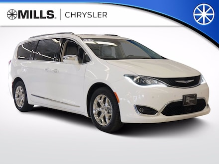 2017 Chrysler Pacifica Limited Van for sale in Willmar, MN